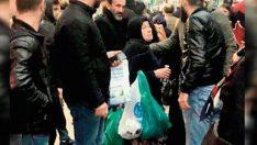 Vatandaşlar kalkan oldu, Asiye Teyze'yi vermediler
