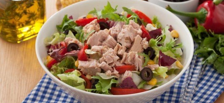 Ton Balıklı Salata Nasıl Yapılır?
