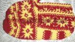 sarı kırmızı örgü bayan patiği örneği
