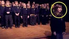 Otizmli Kız Çocuğu Öyle Bir Performans Sergiledi Ki Herkesi Ağlattı