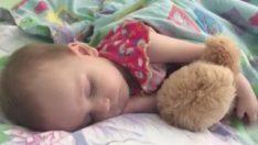 Zor Uyuttuğu Kızını Uyandırmaya Çalışınca Acı Gerçeği Öğrendi