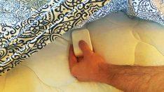 Çarşafının Altına Sabun Koyuyor – Nedenini Öğrenince Siz De Yapacaksınız