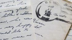 Genç, 60 Yıllık Aşk Mektubunu Yerde Buldu Ve Yaşlı Adama İade Etti. Yaşlı Adam Mektubu Görünce Gözyaşlarını Tutamadı.