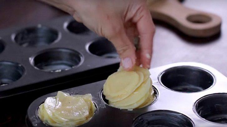 1.5 Kg Patatesi İnce İnce Doğrayıp Tepsiye Yerleştirin – Sonucu Görünce Ağzınızın Suyu Akacak