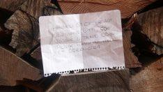 Camiden odun alan öğrenciden duygulandıran not