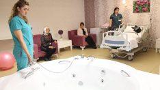 'Beş yıldızlı' hastane odasında jakuzide doğum dönemi başladı