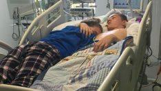 Yaşam Ünitesinin Fişi Çekilmeden Önce Erkek Arkadaşına Elveda Ettiği O Anlar Ve Fotoğraf Görenleri Ağlattı
